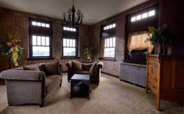 This image has an empty alt attribute; its file name is 4c9b9-pythian-castle-sitting-room.jpg