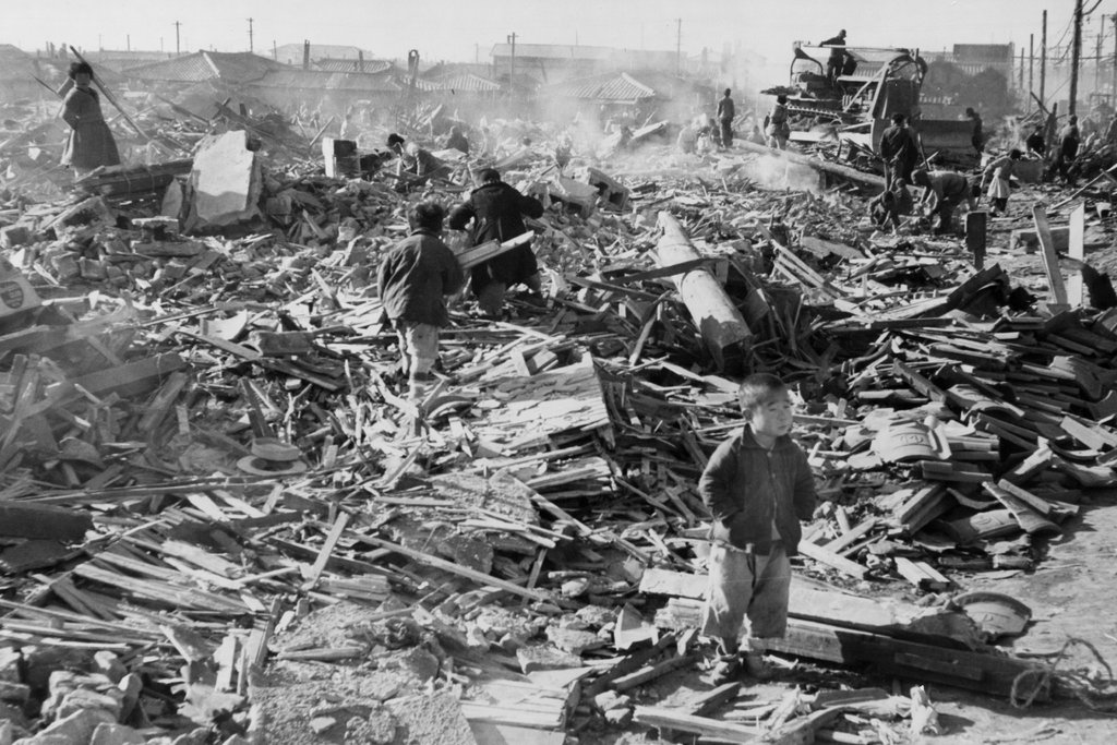 This image has an empty alt attribute; its file name is ad041-korean-war-destruction.jpg