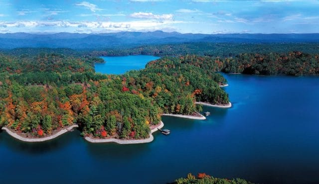 This image has an empty alt attribute; its file name is c38a4-lake-keowee.jpg